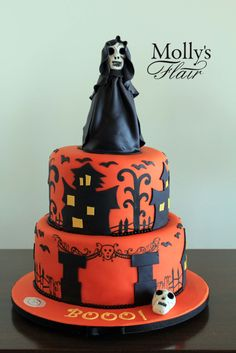 Kids Cake - Halloween cake by Molly's Flair