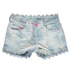 Retour Jeans short / bermuda in een tie dye effect, model Peggy 454. Deze 5-pocket korte broek is voorzien een randje met kant - Blauw dessin - NummerZestien.eu