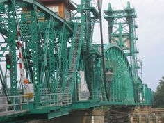 Illinois River lift bridge at Hardin