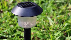 #lamparas #solares Solar Garden Lamps, Solar Lamp, Lawn Care, Home Improvement, Home And Garden, Bulb, Stock Photos, India House, Decor