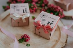 Szatén szalagos masnival díszített,szerelmes párt ábrázoló esküvői meghívó. A tetőt levéve szétnyílik a dobozka és belül olvasható a meghívó szövege. #dobozosmeghívó #esküvőimeghívó #meghívó #kreatívcsiga #weddinginvitation #wedding #invitation #boxinvitation #lovecouple #szerelmespár #love #szerelem Gift Wrapping, Gifts, Gift Wrapping Paper, Presents, Wrapping Gifts, Favors, Gift Packaging, Gift