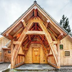 Timber frame home constructed by @collinbeggstimberframing of Sandpoint, ID.  View more photos on our Facebook page: fb.com/logcabinbureau