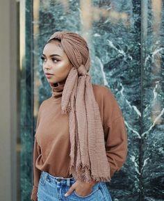 Ideas how to wear hijab headscarves turban style Turban Hijab, Mode Turban, Muslim Fashion, Modest Fashion, Hijab Fashion, City Fashion, Fashion Shoot, Fashion Outfits, Womens Fashion Online