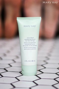 Treat your feet! Give tired feet a quick pick-me-up with Mint Bliss™ Energizing Lotion for Feet & Legs! | Mary Kay
