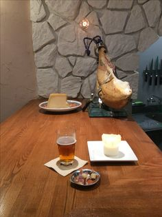Jamón Serrano and Parmigiano Reggiano are best match with Craft Beer.