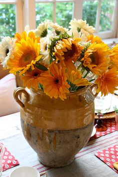 sunflower centerpiece via @Teresa Selberg Selberg Powell