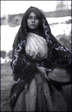 Portrait of a young, Taos Pueblo woman. Photo taken between 1880 and Portrait of a young, Taos Pueblo woman. Photo taken between 1880 and Native American Beauty, Native American Photos, Native American Tribes, Native American History, Native Americans, Taos Pueblo, Pueblo Tribe, Native Indian, Portrait
