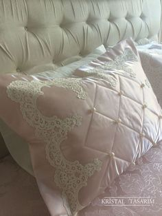 Alıntı Shabby Chic Pink, Shabby Chic Decor, Linen Bedding, Bedding Sets, Egyptian Cotton Duvet Cover, Natural Pillows, Linens And Lace, Little Girl Rooms, Bedroom Bed