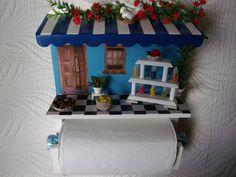 Porta rolo de papel tolha com quadro de cozinha,feito em madeira MDF,pintado com tinta PVA,materiais usados mini vidro, crochês,Pedras,flores artificias, envernizado.