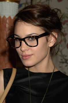 Look Gorgeous In Glasses! Choosing Glasses For Your Face Shape - Alexa Chung . - Look Gorgeous In Glasses! Choosing Glasses For Your Face Shape – Alexa Chung – Long face shape - Glasses For Round Faces, Glasses For Your Face Shape, Girls With Glasses, Alexa Chung, Long Face Shapes, Long Faces, Girl Ray, Fashion Eye Glasses, Eyeglasses For Women