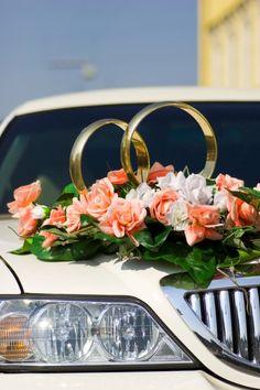 Autoschmuck zur Hochzeit: Goldene Trauringe