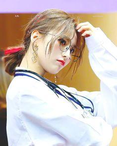 jiheon ; fromis_9 Bias Wrecker, Mamamoo, K Idols, How To Relieve Stress, Kpop Girls, Ulzzang, Girl Group, Asian Girl, Boy Or Girl