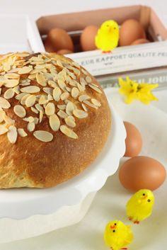 Pan di Pasqua con quark e mandorle Sweet Bread, Italian Recipes, Hamburger, Biscotti, Easter, Breakfast, Germania, Food, Austria
