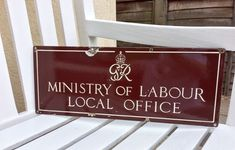"""ENAMEL SIGN """"MINISTRY OF LABOUR"""" 1940s with G VI R ROYAL CYPHER. **VERY RARE**"""