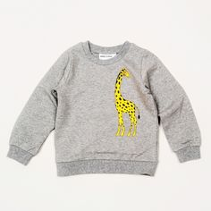 Mini Rodini, genser med print av giraff Sweatshirt with print. Rib at cuff, neckhole and bottom. Toddler Boy Fashion, Toddler Boys, Kids Girls, Kids Fashion, Grey Sweatshirt, Graphic Sweatshirt, Boy Outfits, Cute Outfits, Little Fashion
