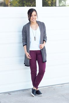 Putting Me Together: maroon jeans Summer Outfits, Casual Outfits, Fashion Outfits, Work Outfits, Outfit Pantalon Vino, Spring Summer Fashion, Autumn Fashion, Try New Hairstyles, Maroon Jeans
