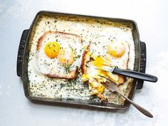 French Baked Toast with Cream and Eggs (Oeufs au Plat Bressanne) (Saveur) Cheesy Recipes, Egg Recipes, Brunch Recipes, Breakfast Recipes, Cooking Recipes, Quick Recipes, Breakfast Ideas, Saveur Recipes, Brunch Ideas