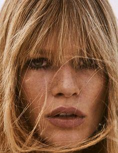 Photography: Giampaolo Sgura. Styled by: Christiane Arp. Hair: Franco Gobbi. Makeup: Jessica Nedza. Model: Anna Ewers.