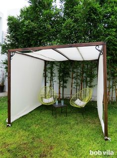 Privacy Screen and Shade - Tutorial DIY privacy screen and canopy Define your outdoor space, establish privacy, and even create some extra shade!DIY privacy screen and canopy Define your outdoor space, establish privacy, and even create some extra shade! Backyard Shade, Backyard Canopy, Outdoor Shade, Garden Canopy, Patio Shade, Backyard Privacy, Canopy Outdoor, Backyard Patio, Porch Privacy