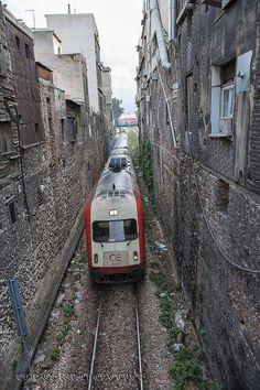 Παλιά προσφυγικά πέριξ της γέφυρας της Δραπετσώνας Athens, The Past, Greek, History, Trains, Historia, Greece, Athens Greece, Train