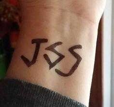 JSS tattoo just survive somehow tattoos The Walking Dead tattoo Enid tattoo temporary tattoo - DIY Tattoo vorübergehend Diy Tattoo, Tattoo Paper, Wrist Tattoo, Finger Tattoos, Body Art Tattoos, Small Tattoos, Hot Tattoos, Girl Tattoos, Fandom Tattoos