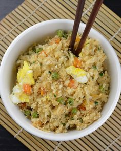 """Cauliflower Fried Rice — Low-carb, grain-free, and a super yummy vegetable side dish! The """"rice"""" is made from grated cauliflower, but it has all the flavor of take-out fried rice! Healthy Eating Recipes, New Recipes, Vegetarian Recipes, Cooking Recipes, Favorite Recipes, Clean Recipes, Healthy Foods, Jai Faim, Clean Eating"""