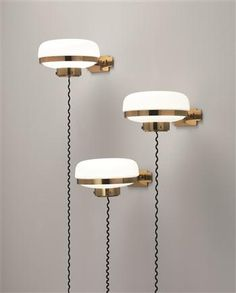 Funny and decorative to have the powercord hanging down like that. Gino Sarfatti, Vintage sconce for Arteluce, 1960s.