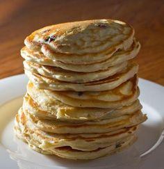 Ingrédients: 15 cl de lait 2 gros œufs 2 c. à soupe de beurre fondu 2 c. à soupe de sucre en poudre 200 g de farine 1 sachet de levure chimique 1 pincée de sel  Préparation: Mettre tous les ingrédients, sauf les blancs d'œufs et le sel, dans un saladier et mélanger bien …