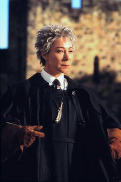 Pin for Later: 22 Harry Potter Costumes You Haven't Thought of Yet Madam Hooch Harry Potter Teachers, Harry Potter Kostüm, Harry Potter Cosplay, Harry Potter Outfits, Harry Potter Characters, Harry Potter Universal, Harry Harry, Harry Potter Kleidung, Hogwarts Professors