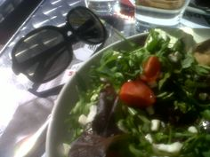 DAY 32 : P'tite salade/cappuccino en terrasse au soleil ! Oh YES!  Then, shopping shopping shopping!!!