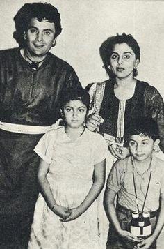 Rishi Kapoor, Neetu Kapoor with Ridhima and Ranbir Kapoor.
