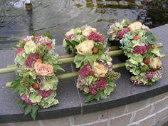 Risultati immagini per aspidistrablad vouwen Contemporary Flower Arrangements, White Flower Arrangements, Flower Arrangement Designs, Flower Vases, Flower Designs, Flower Art, Art Floral, Floral Design, Casket Flowers