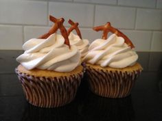 Boulevard Double IPA cupcake with salted caramel pretzel frosting! Cupcake Ideas, Cupcake Recipes, Dessert Recipes, Beer Cupcakes, Double Ipa, Cake Business, Man Stuff, Let Them Eat Cake, Pretzel