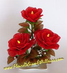 Roses rouges avec bougies électriques