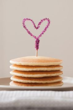 DIY Pipe Cleaner Heart Toppers - cute for a Valentines day breakfast gift idea, or for cupcake toppers. Valentines Day Food, Valentines Decoration, Valentine Day Cupcakes, My Funny Valentine, Valentines Day Hearts, Valentine Day Crafts, Holiday Crafts, Holiday Fun, Valentines Breakfast