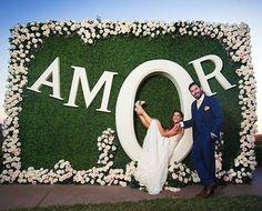 Que a nossa vida seja sempre repleta de ᗩᗰOᖇ!  #amor #backdrop #casamento #decoracaodecasamento #noivos #fotodosnoivos #enfimcasados #noivinhasdeluxo