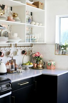 Eclectic kitchen decor eclectic glam kitchen with open shelving and gold and copper accents eclectic kitchen decorating ideas Kitchen Ikea, Kitchen Shelves, Home Decor Kitchen, Interior Design Kitchen, New Kitchen, Country Kitchen, Kitchen Small, Kitchen Pantry, Kitchen Layout