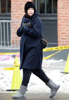 Pregnant Liv Tyler avoided icy patches on the sidewalk in NYC Feb. 4.