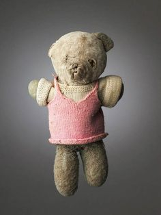 Creepy Portraits of Teddy Bears Marred by Decades of Children's Love