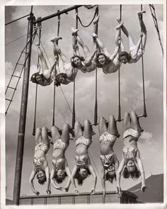 Here are 21 breathtaking vintage photos of scary and dangerous circus performances that you may no longer to be seen. A vintage circus p. Vintage Pictures, Old Pictures, Vintage Images, Old Photos, Circus Vintage, Vintage Love, Vintage Carnival, Vintage Ladies, Aerial Arts