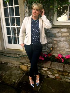 Summer work outfits for women over 40