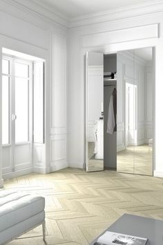 Un placard très lumineux dans la chambre - Placards et rangements : 15 bonnes idées - CôtéMaison.fr