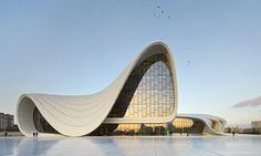 A arquitetura ondulada do centro cultural Heydar Aliyev