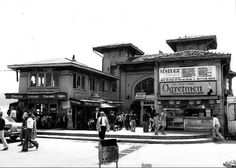 Beşiktaş iskelesi Old Pictures, Old Photos, Istanbul Pictures, Karting, Ottoman Empire, Historical Pictures, Istanbul Turkey, Residential Architecture, Historic Homes