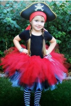 Perfect for your swashbuckling yet dainty pirate! This tutu is hand tied with approximately 100 yards of soft, nylon tulle. Black and white Tulle Costumes, Baby Costumes, Pirate Costumes, Tutus For Girls, Diy For Girls, Halloween Kostüm, Halloween Costumes For Kids, Pirate Tutu, Girl Pirates