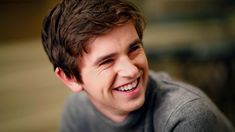 After 'Bates Motel,' Freddie Highmore is riding high on the breakout hit of the season with 'The Good Doctor' - LA Times Motel Bates, Bates Motel Season 2, Series Movies, Tv Series, Freddie Highmore Bates Motel, Good Doctor Series, Shaun Murphy, Sarah Bolger, Hayley Williams