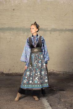 Eva Lie og hennes medarbeiderer skaper personlige plagg for privatkunder med fokus på det individuelle. Siden tidlig på nitti-tallet har Eva Lie vært sterkt opptatt av folkedrakter og bunader, og den skaperglede disse representerer. Den rike tradisjonsarven som finnes i disse plaggene har igjen gitt liv til vakre og kreative festdrakter og fantasidrakter. Alle Norwegian Clothing, Folk Fashion, Womens Fashion, Costumes Around The World, Viking Clothing, Scandinavian Fashion, Bohemian Mode, Folk Costume, Textiles