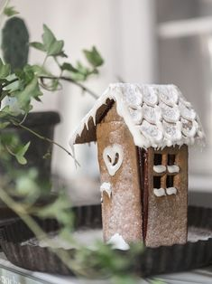 Cute gingerbread house the Scandi way! Christmas Gingerbread House, Cottage Christmas, Prim Christmas, Christmas Villages, Green Christmas, Country Christmas, Christmas Colors, Winter Christmas, Christmas Crafts
