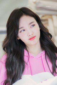 Find images and videos about twice, nayeon and im nayeon on We Heart It - the app to get lost in what you love. Kpop Girl Groups, Korean Girl Groups, Kpop Girls, Twice Jyp, Nayeon Twice, Im Nayeon, Dahyun, South Korean Girls, Belle Photo