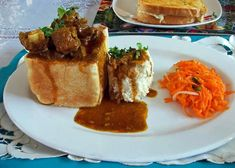 How to make a Durban Bunny Chow - Durban Curry Recipes Special Recipes, New Recipes, Dinner Recipes, Cooking Recipes, South African Bunny Chow, Learn To Cook, Food To Make, Curry Master, South African Recipes